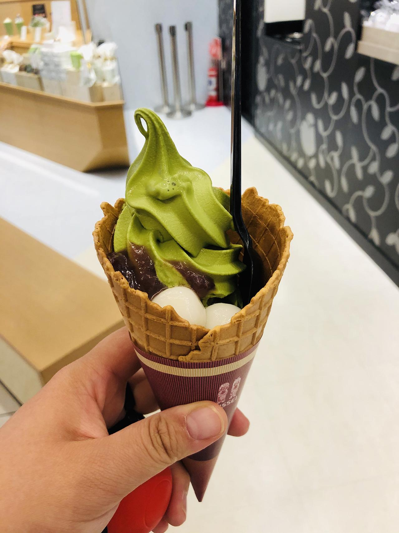 抹茶白玉あずきソフトクリームの写真