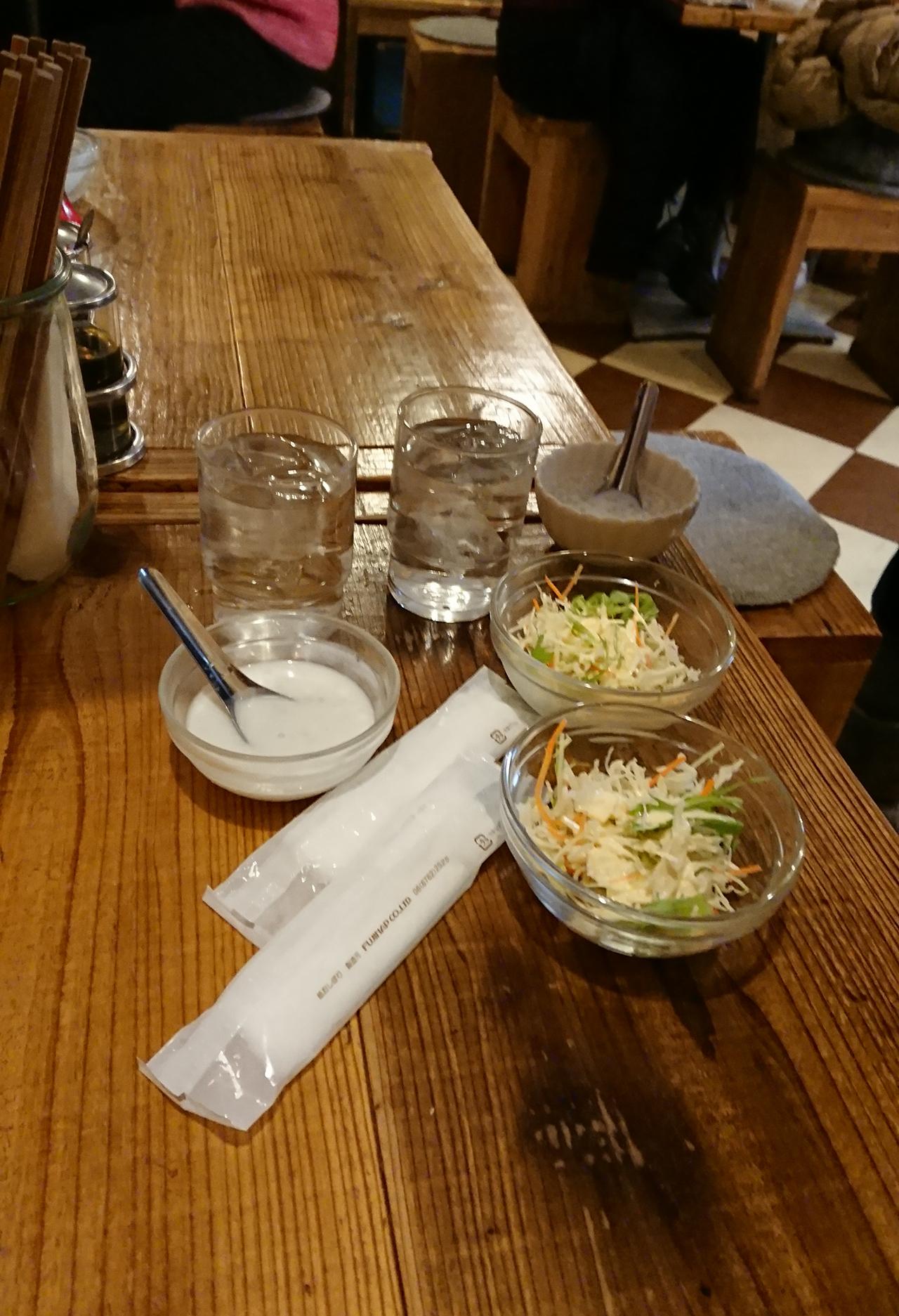 サラダとココナッツタピオカの写真
