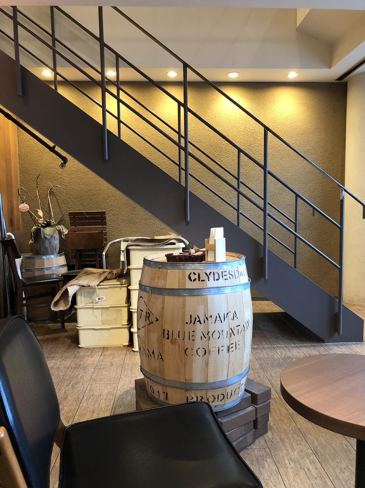 店内の階段の写真