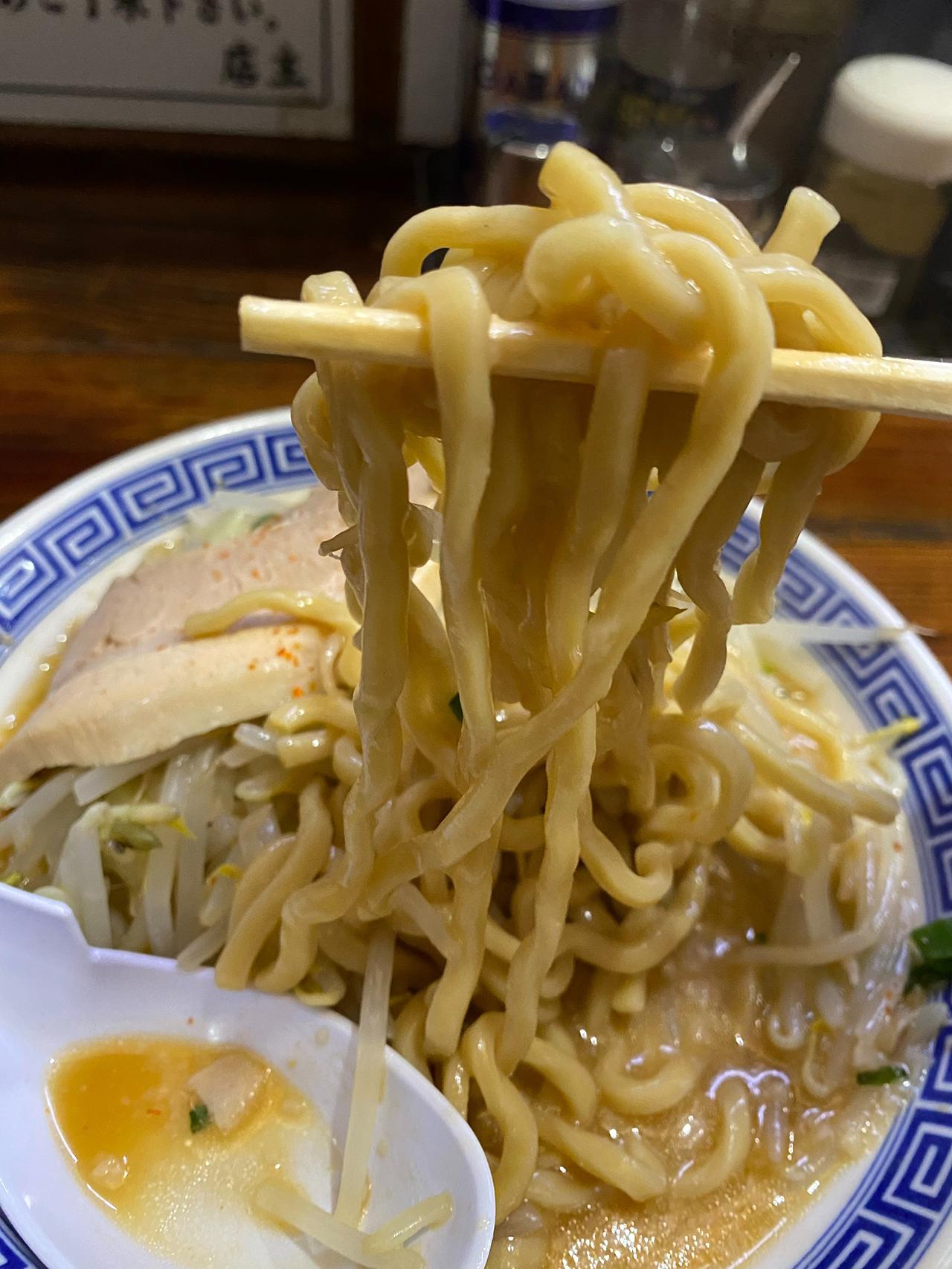 無限大ラーメンの麺のアップ写真