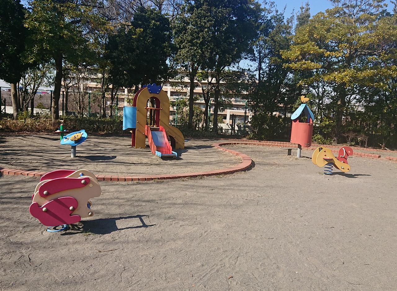 滑り台やスプリング遊具・砂場の写真
