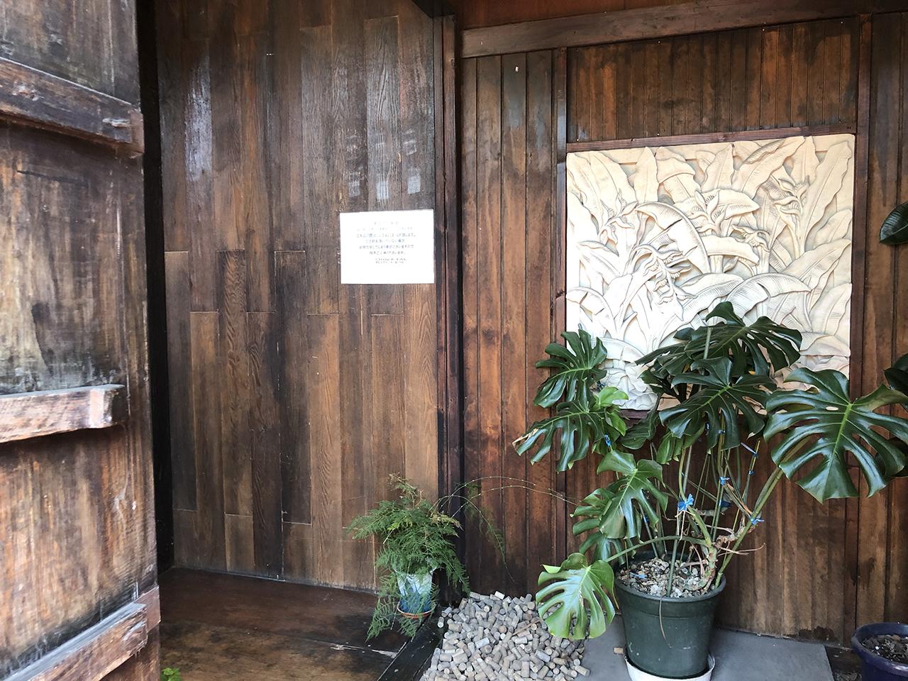 店舗入口ドアの写真