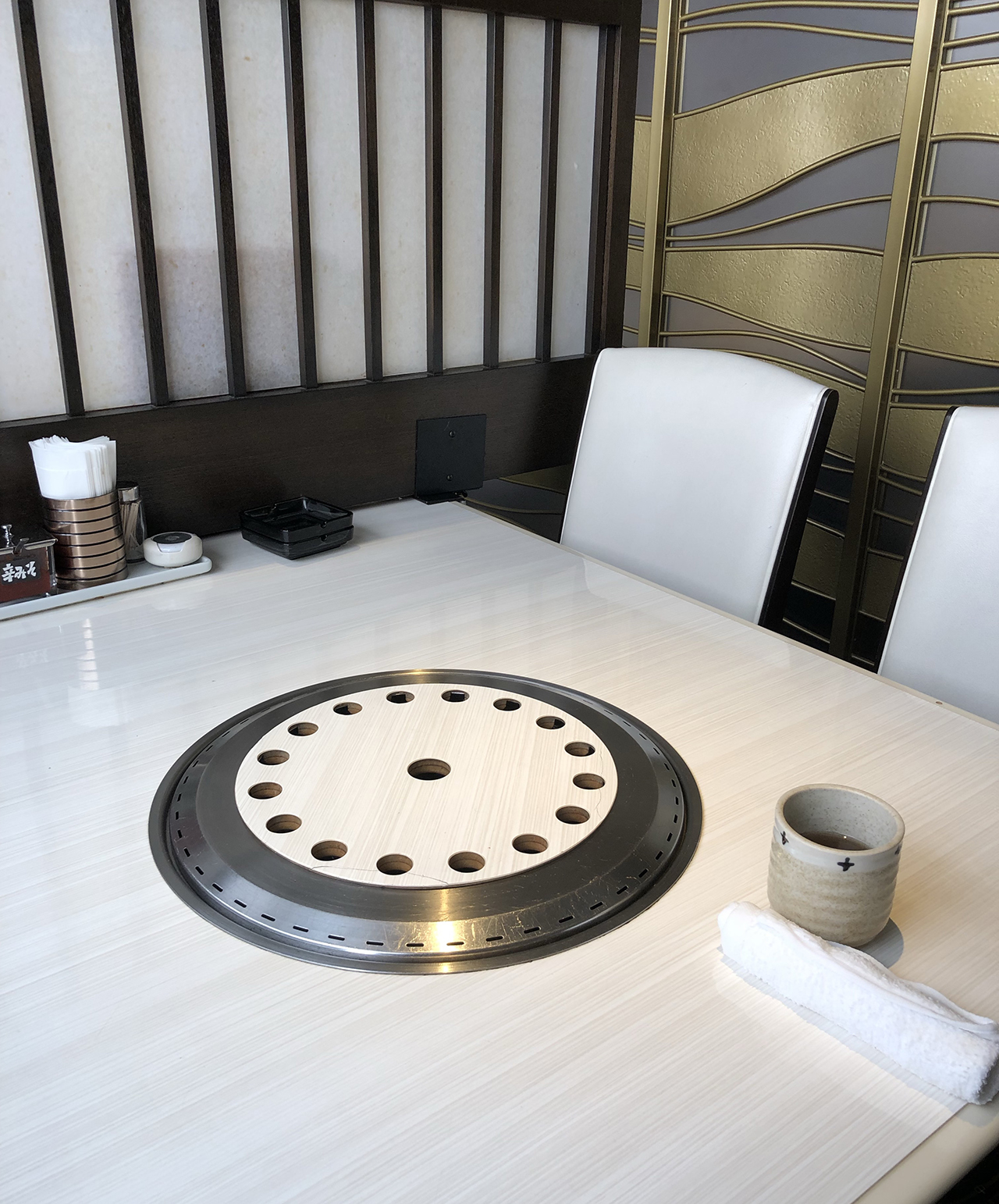 半個室のテーブル席の写真