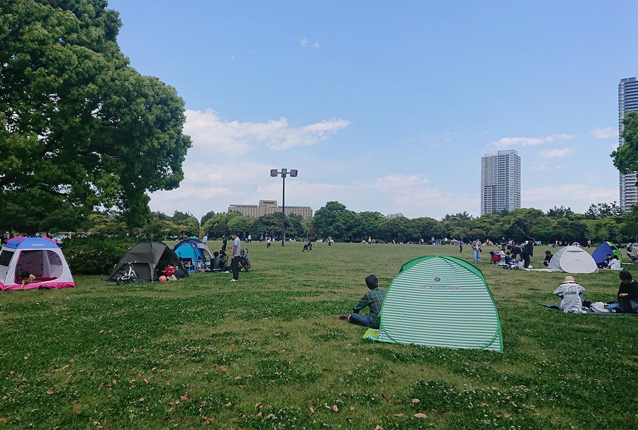 大芝生広場に広がるテントの写真2