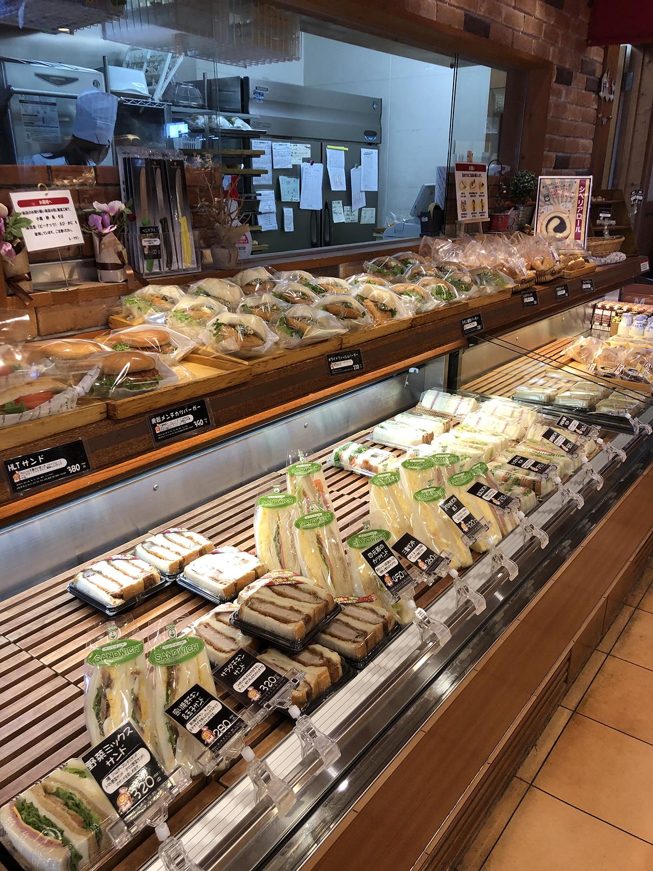 店内に並んだパンの写真2