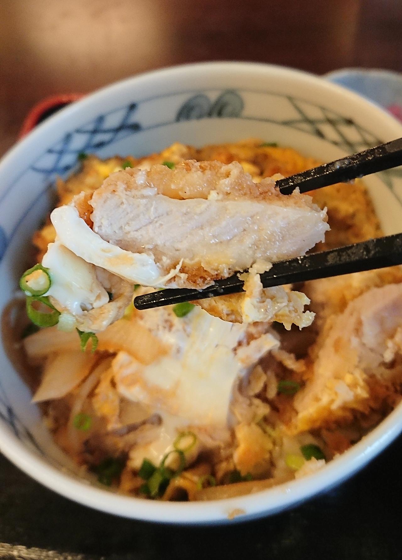 カツ丼のお肉のアップ写真