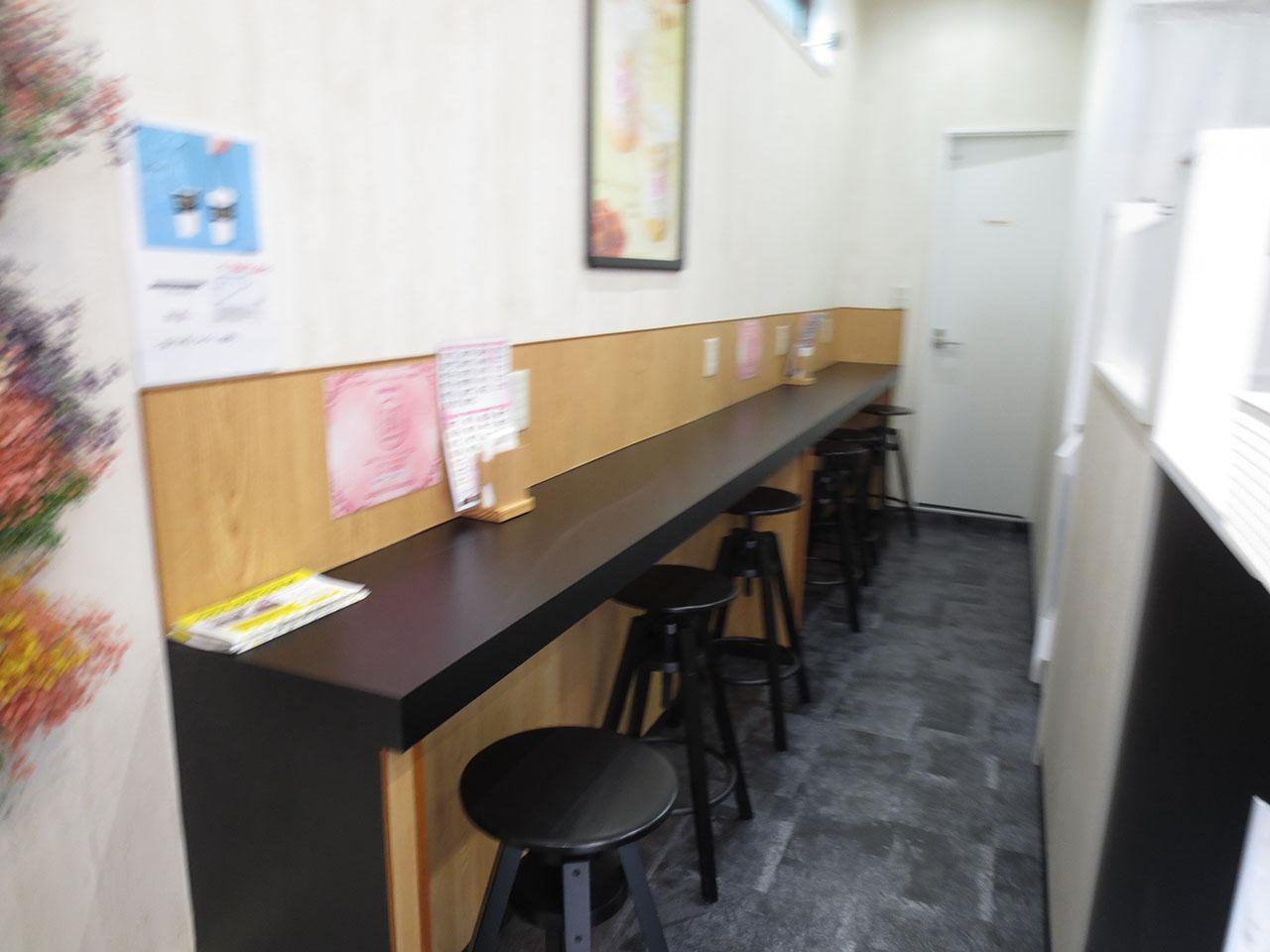 店内のカウンター席の写真