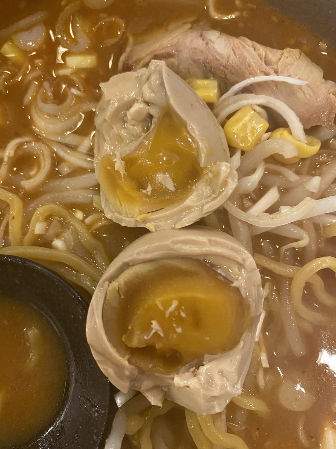 担々麵の煮卵の写真