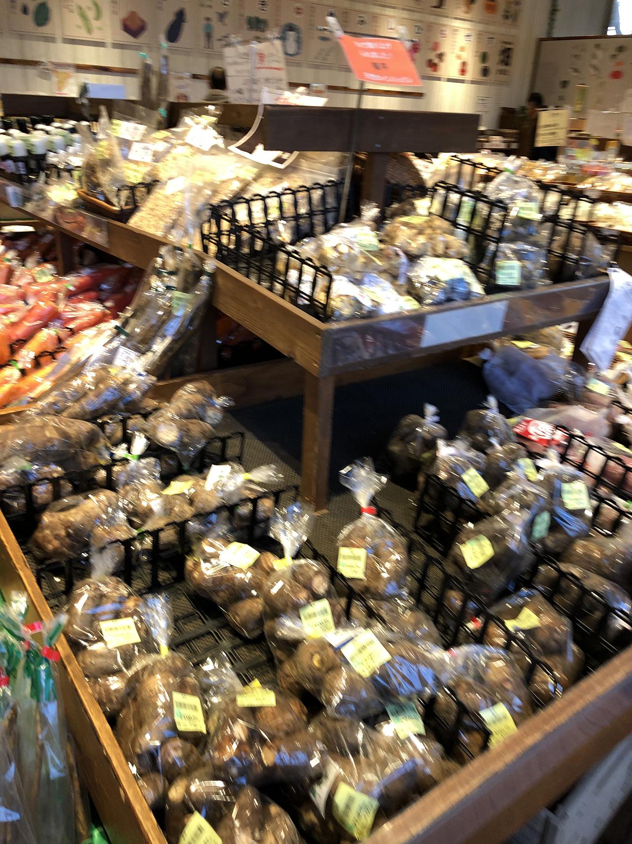 陳列棚の野菜の写真3