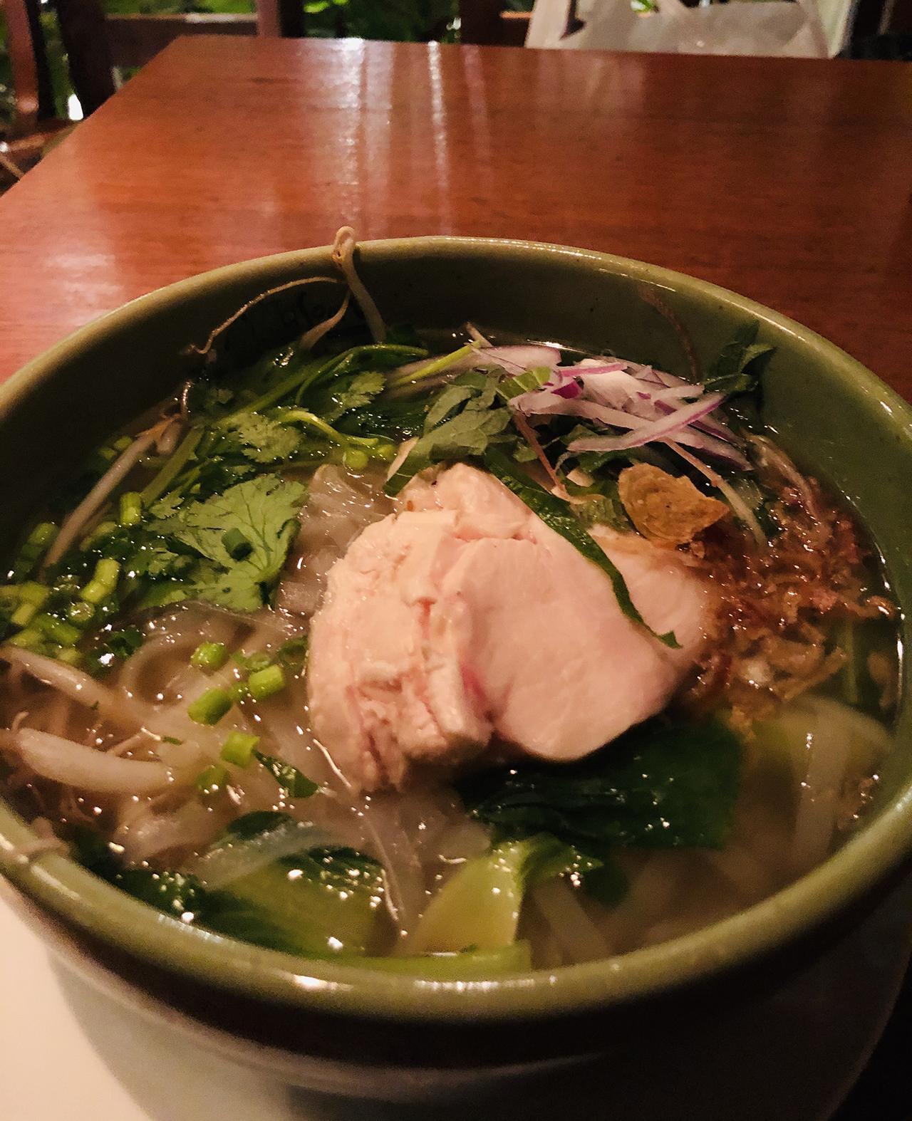 鶏肉と香味野菜のベトナムフォーの写真