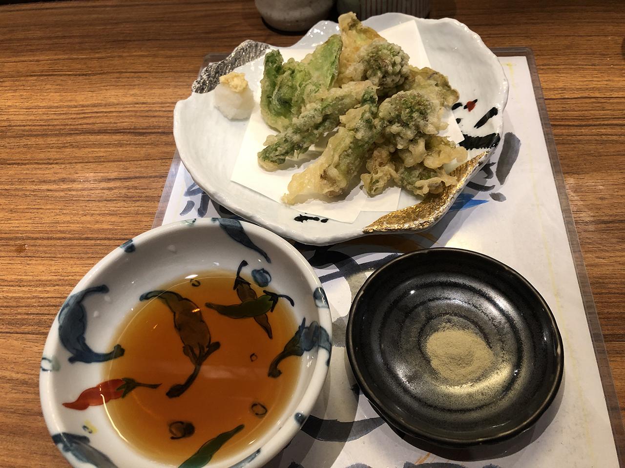 山菜の天ぷらの写真