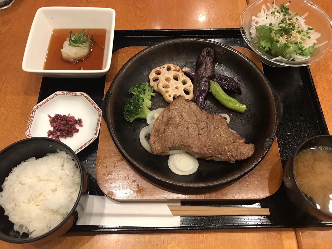 和風おろしステーキ御膳の写真