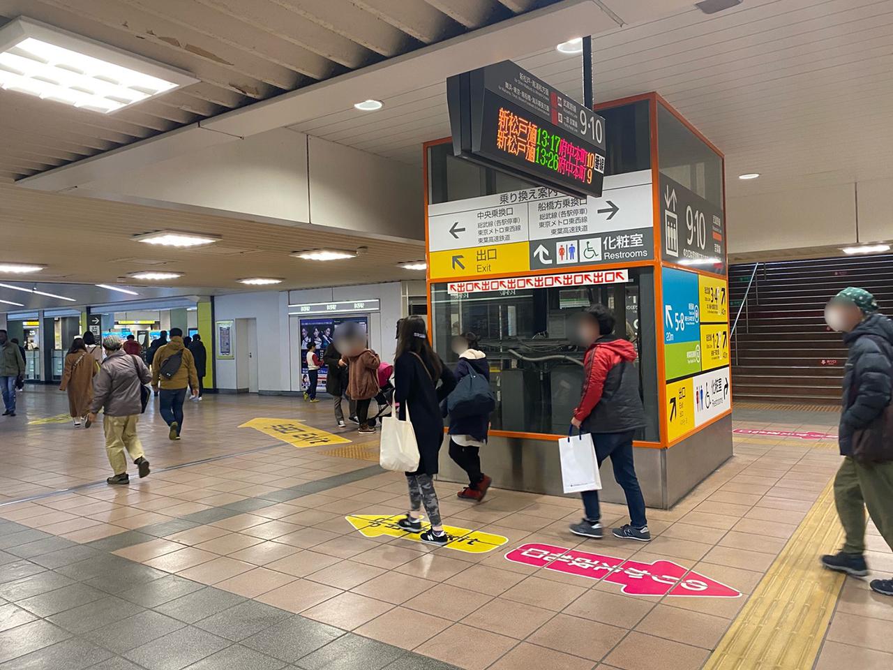 西船橋駅の構内の写真