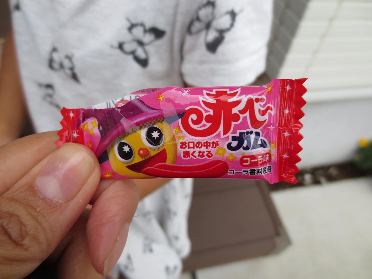舌が赤くなるガムの写真