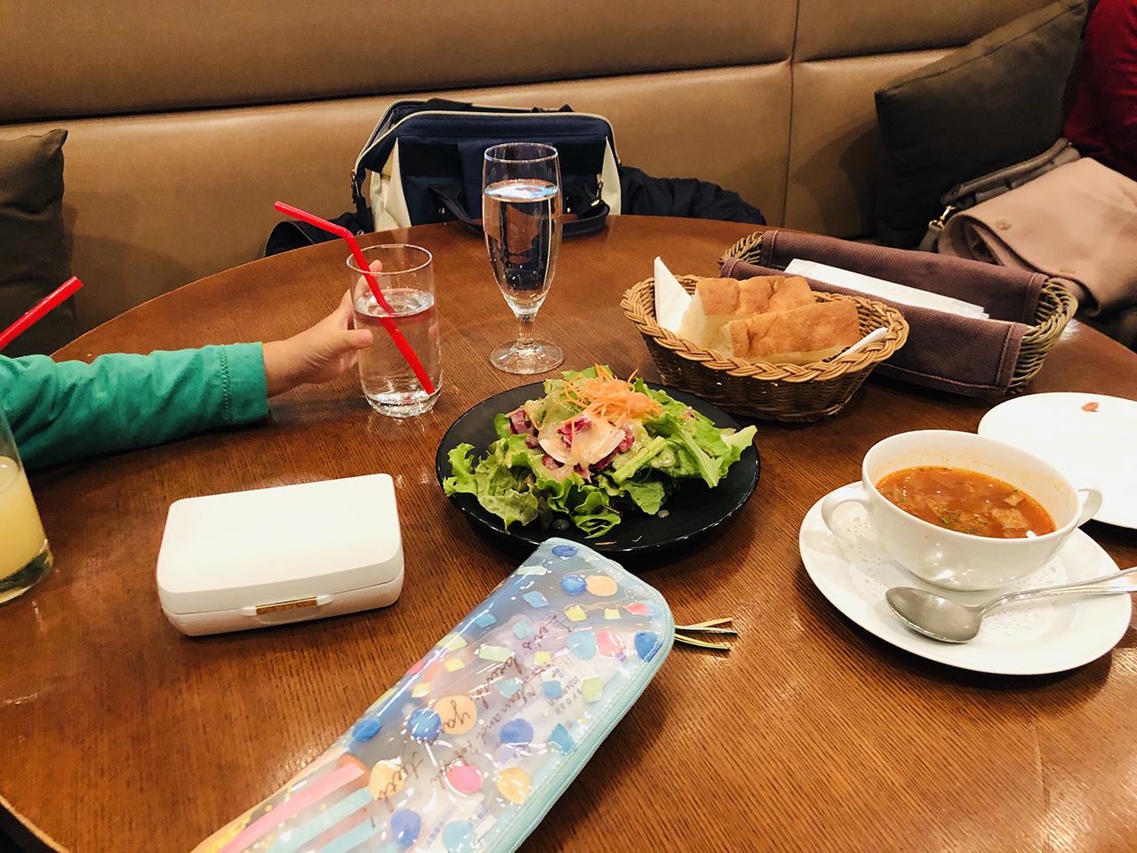 テーブル席の写真
