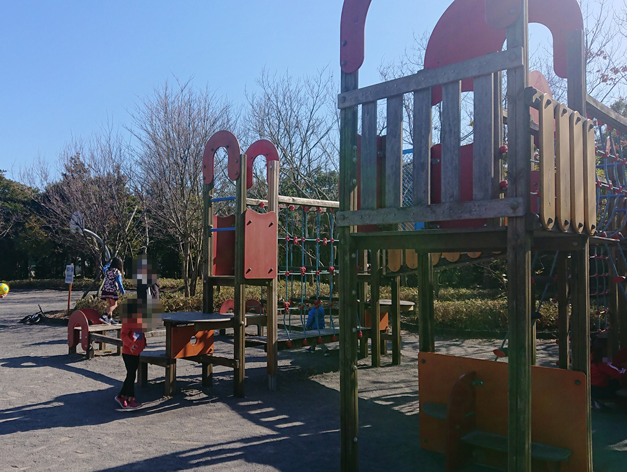 児童コーナーの複合遊具の写真2