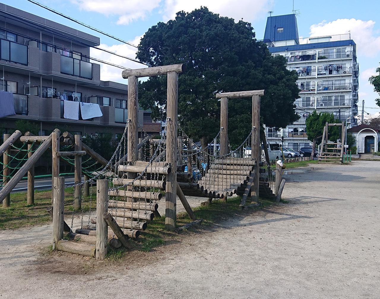 丸太吊り橋の写真
