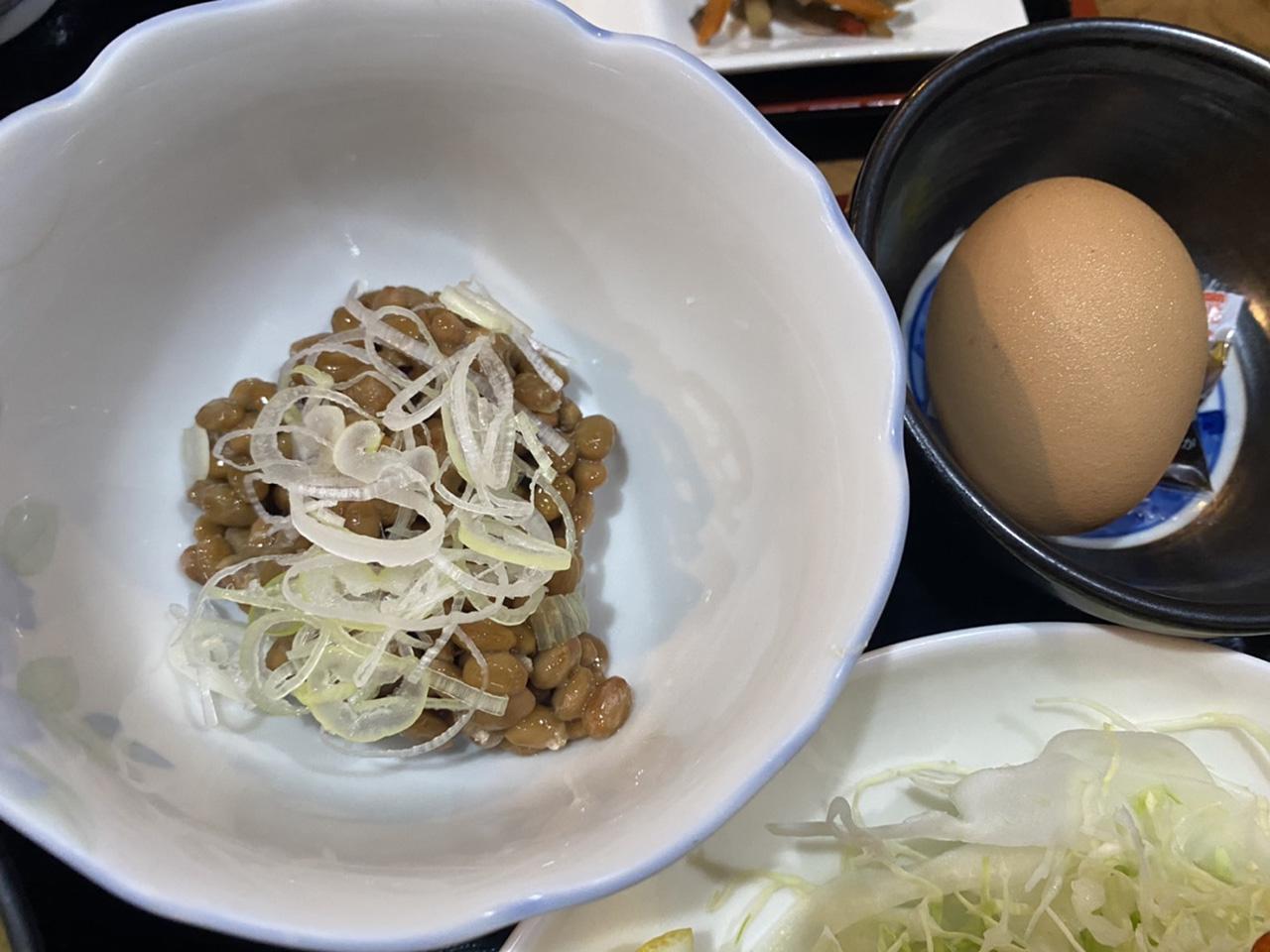 納豆と卵の写真