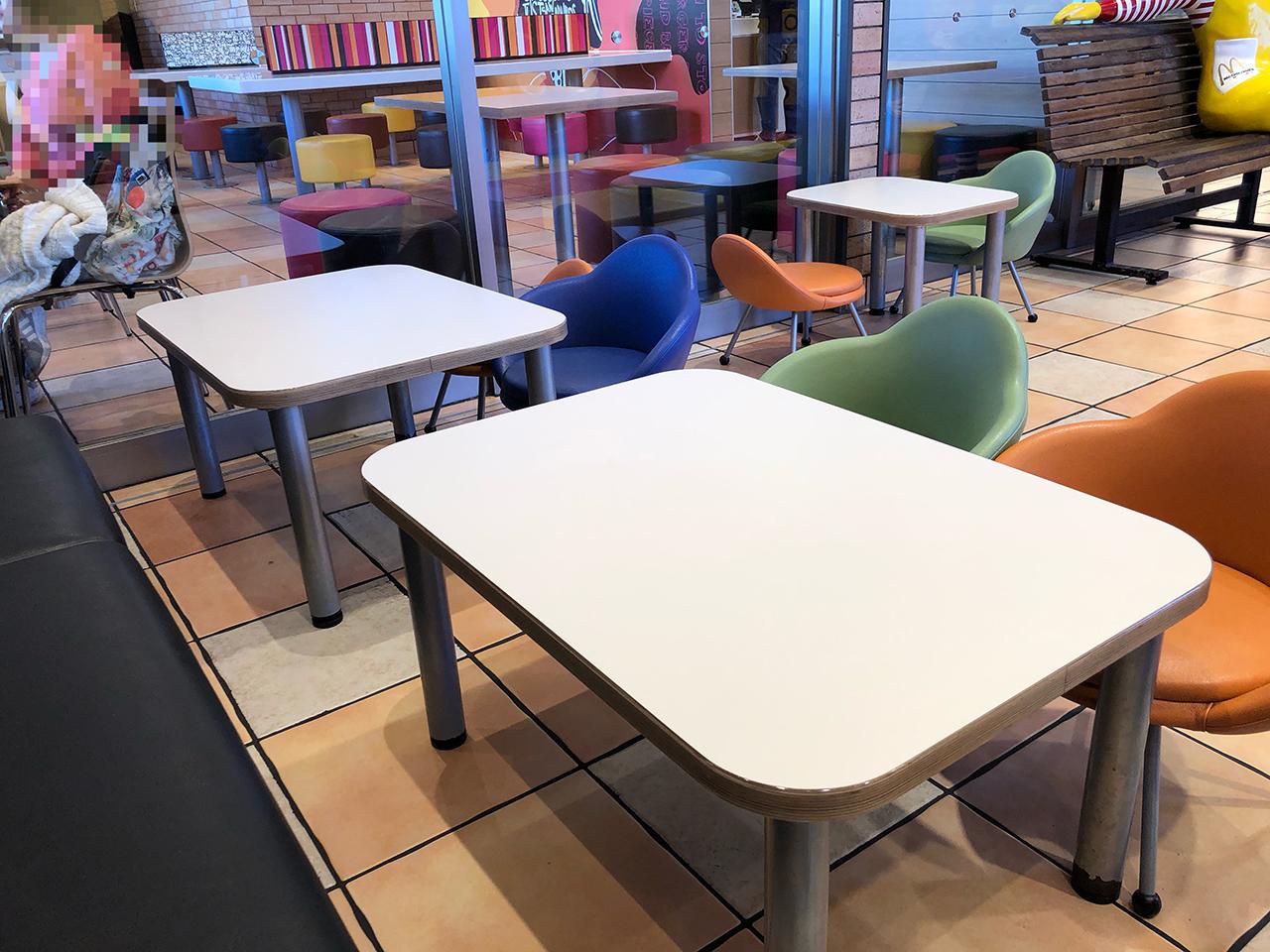 子供向けのテーブル席の写真