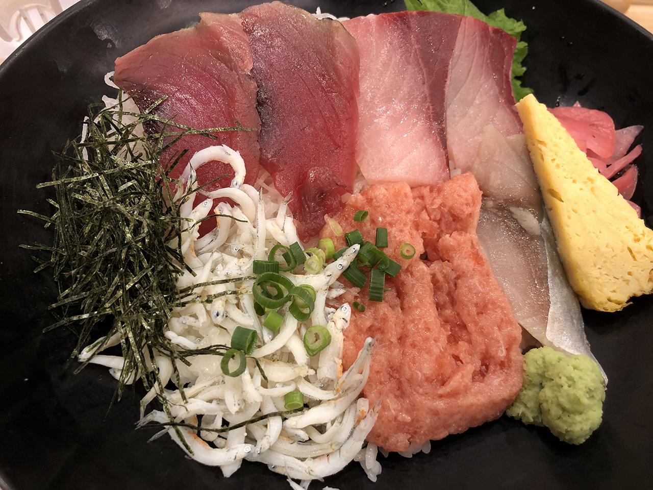 海鮮丼のアップ写真