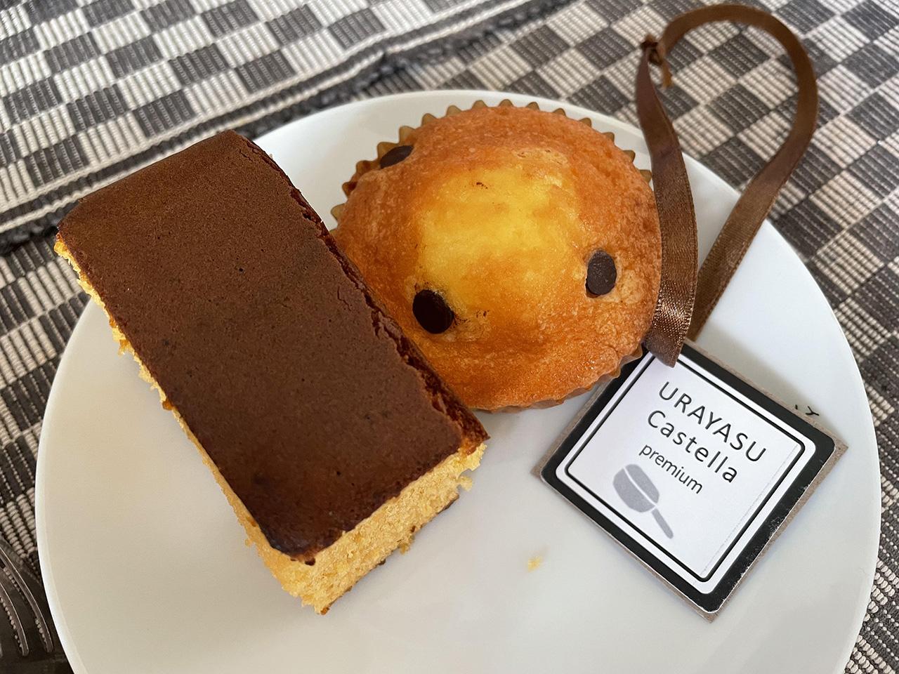 プレミアムカステラとチョコシロップマドレーヌの写真