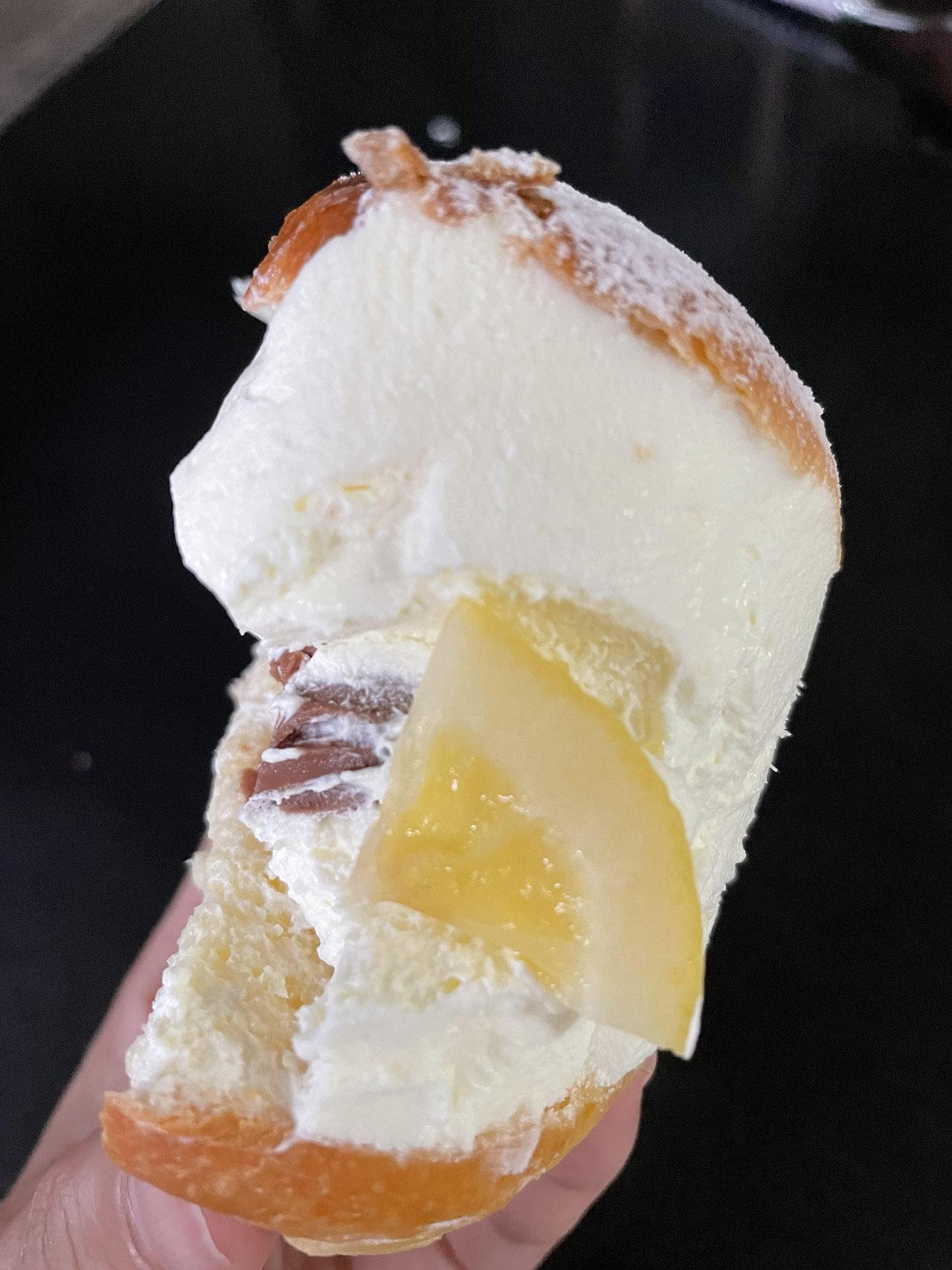 瀬戸田レモンのマリトッツォの中身の写真
