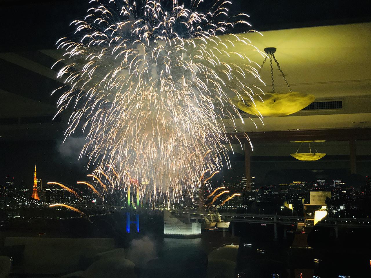 レインボー花火の写真