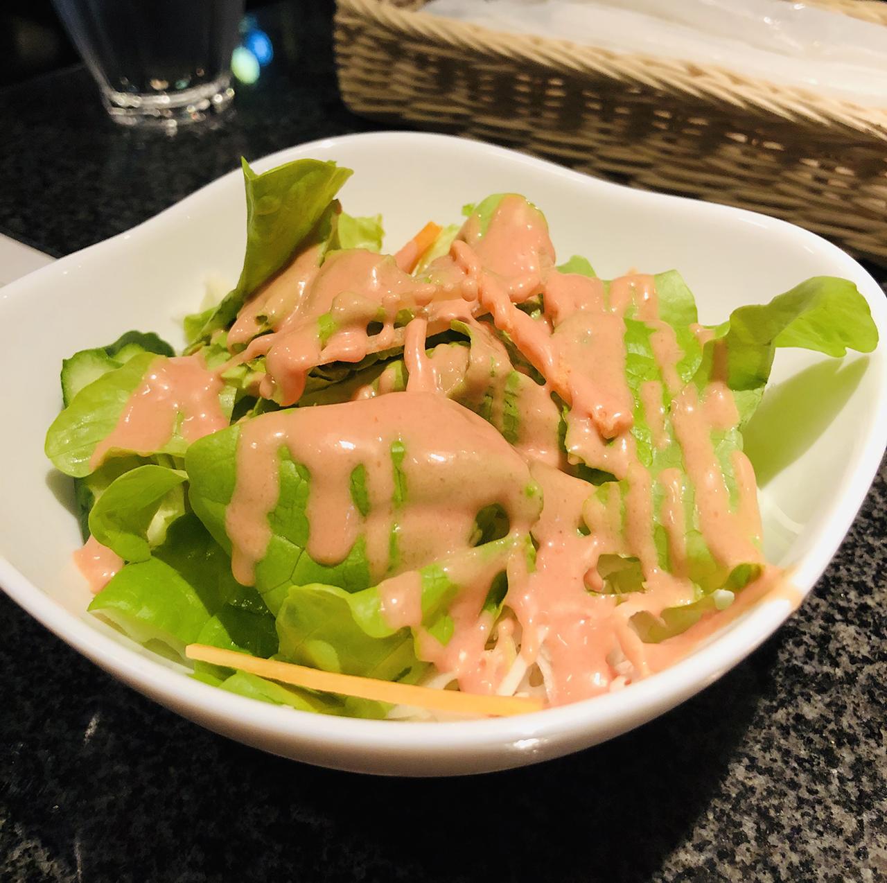 サラダのアップ写真