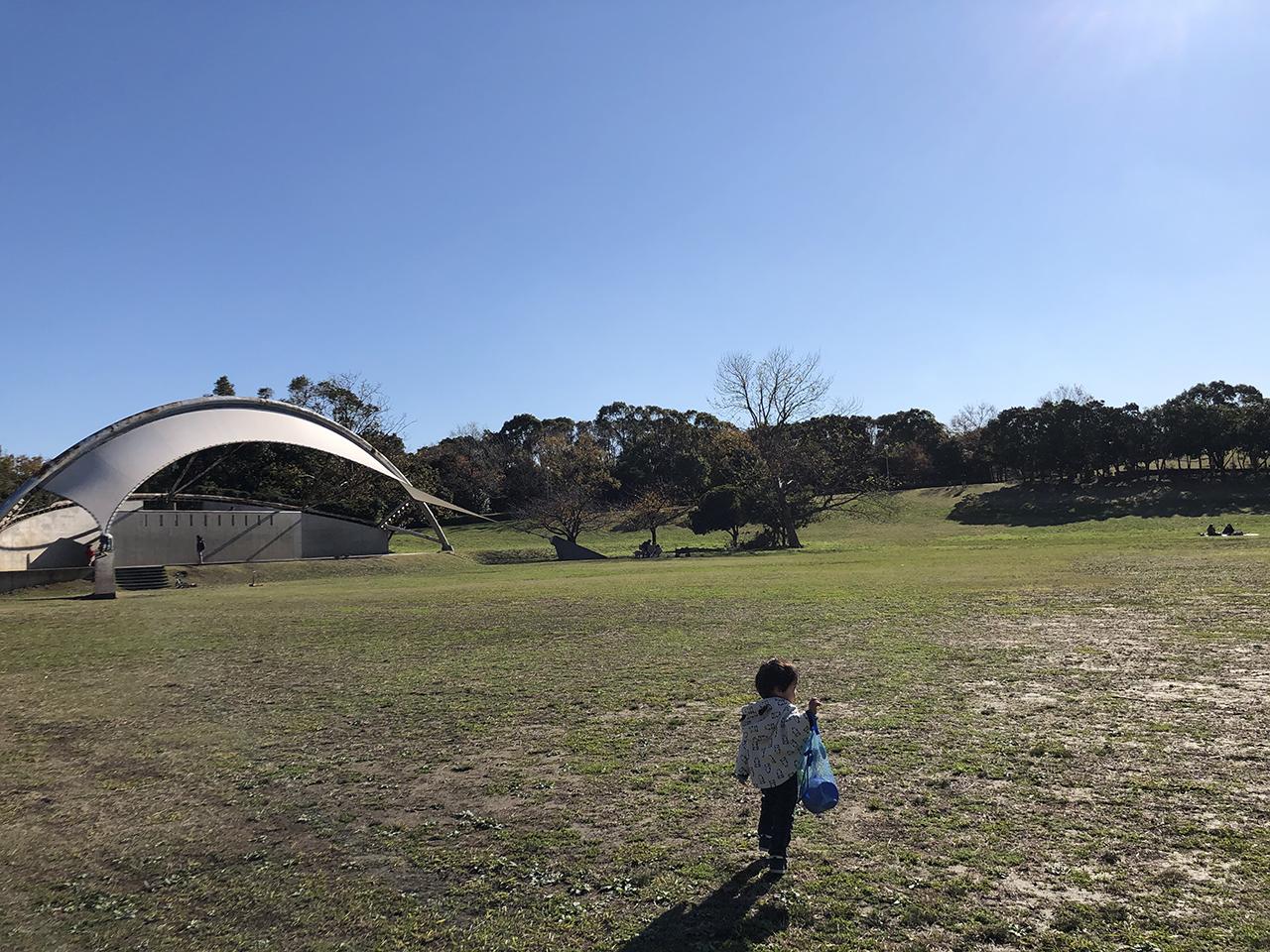 円形芝生広場の写真