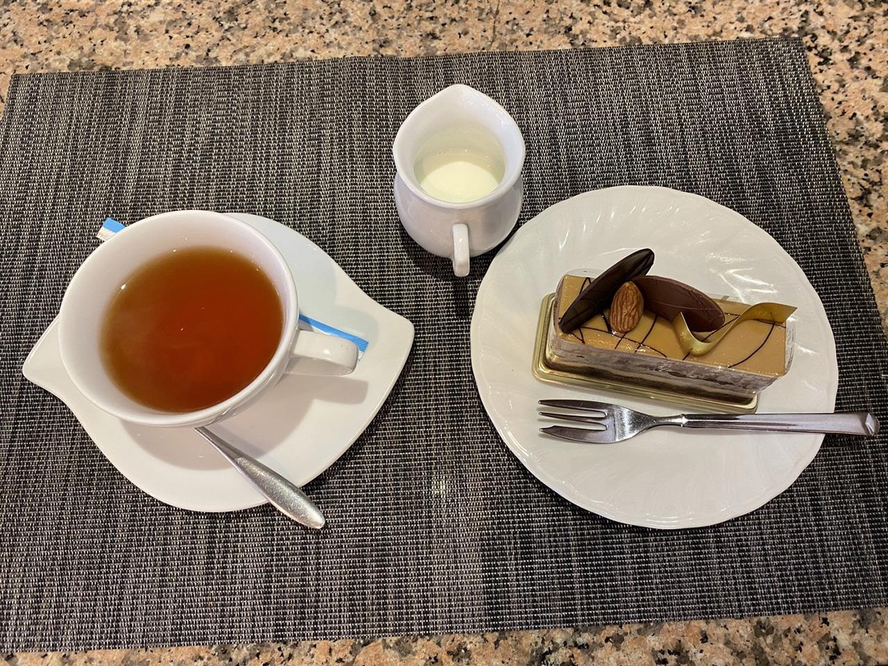 紅茶とケーキの写真