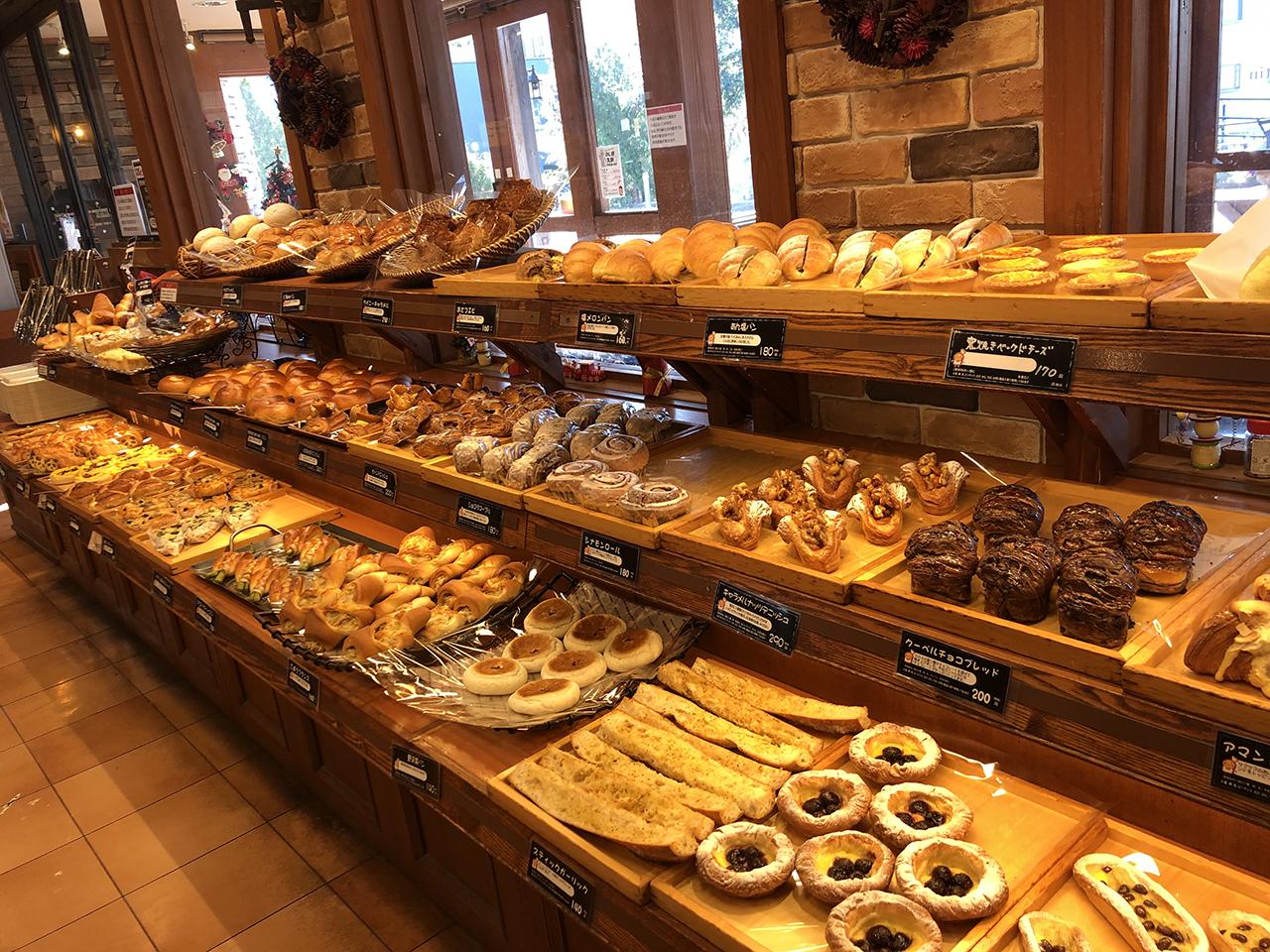 店内に並んだパンの写真3