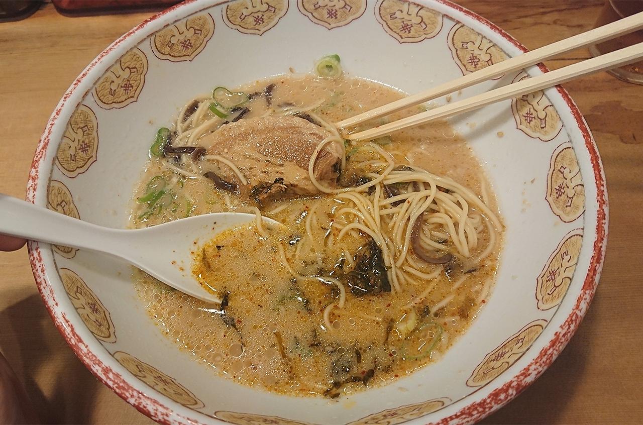 スープに辛子高菜を混ぜた写真