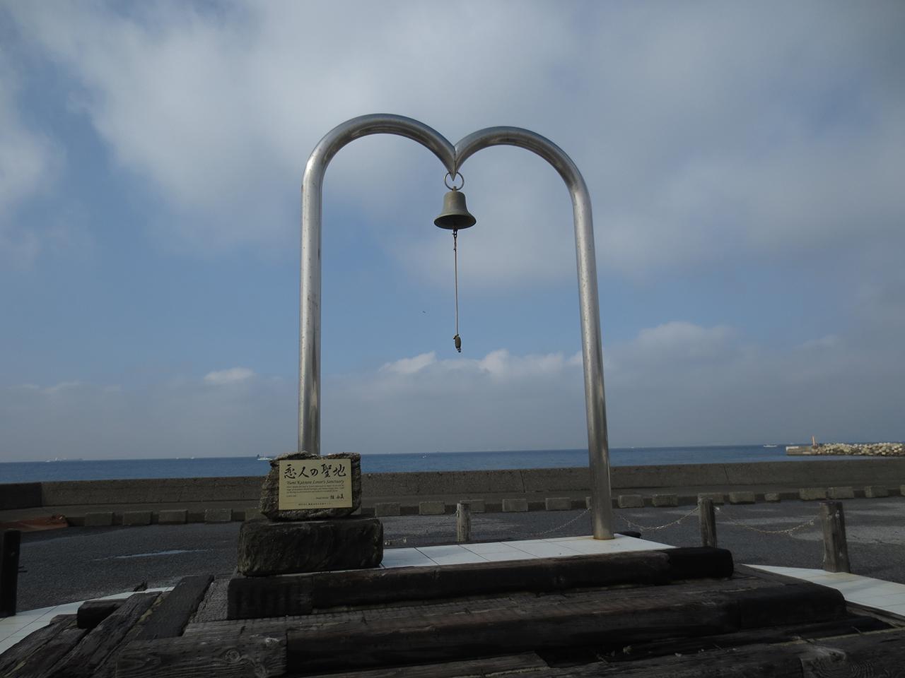 「恋人の聖地」の鐘の写真