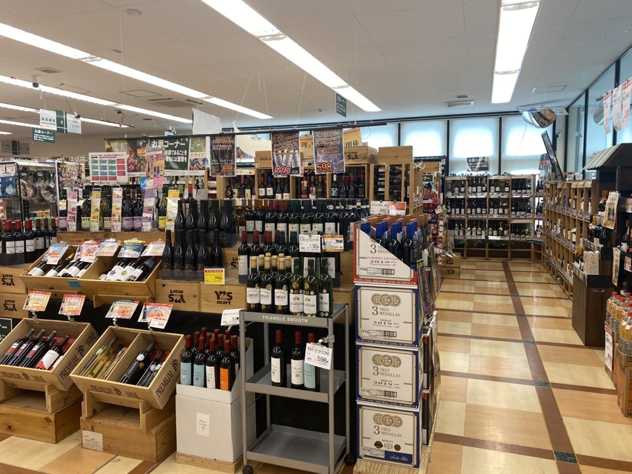 陳列されたワインの写真